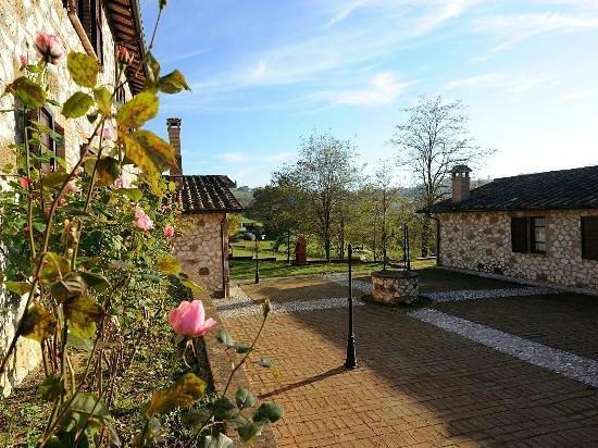 Borgo Saint George: Esterni diurni
