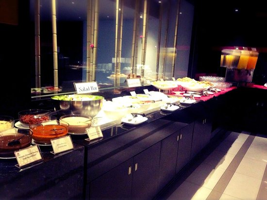 BEST WESTERN PREMIER Amaranth Suvarnabhumi Airport : the breakfast buffet selection