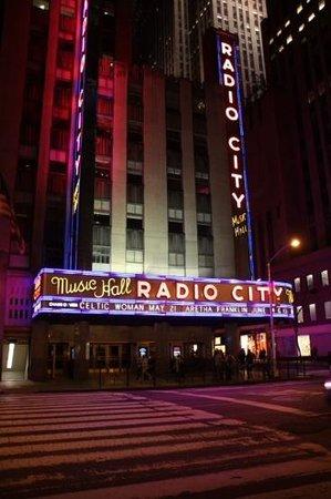 Radio City Music Hall: Radio Ciy Music Hall by night
