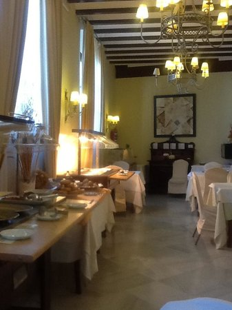 Alcazar de la Reina Hotel: The breakfast situation, cold meats buffet