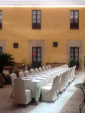 Alcazar de la Reina Hotel: The Arab-style internal patio, set for a wedding