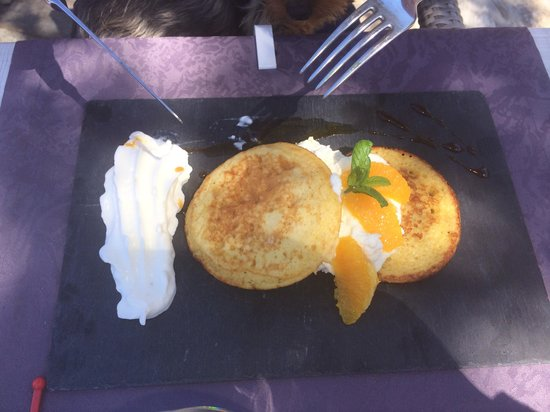 Le Continental: pancake a l orange et au broccio