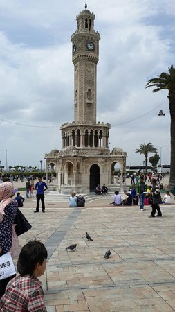 Saat Kulesi (Clock Tower): Saat kulesi Konak