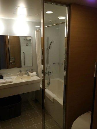 Hotel Niwa Tokyo : Bathroom