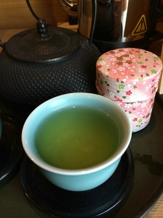 Hotel Niwa Tokyo : Green tea supply in the room
