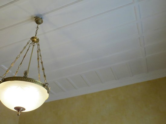 Grand Hotel et Des Palmes: Ceiling and Light in Hotel Room