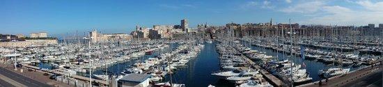Radisson Blu Hotel, Marseille Vieux Port : UNE VUE DEPUIS LA FENETRE DE LA 310