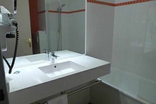 Hôtel Mercure Lyon Charpennes : salle de bain