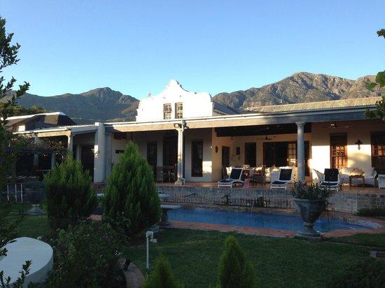 Realou Guest House: Garden, pool and breakfast veranda