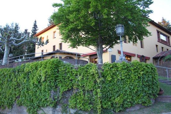 Hotel l'Hostal de la Gloria: Parte de la fachada del hotel