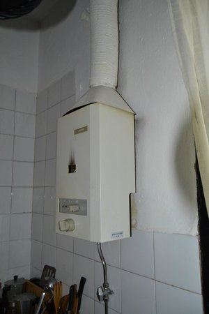 Apartamentos San Anton: termo que no funciona y es muy pequeño