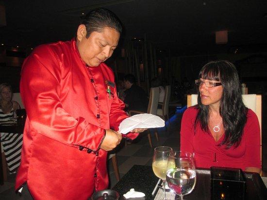 Excellence Riviera Cancun: César fait de l'origami