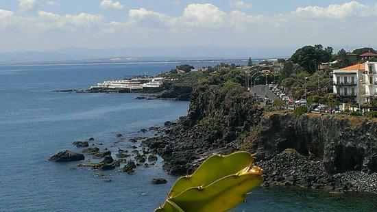 Grand Hotel Baia Verde: Veduta dalla Rocca di Acicastello