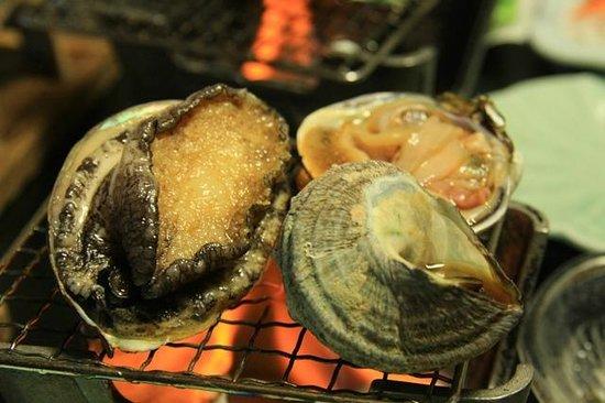 Nakamuraya: 鮑・サザエ・蛤 網焼き