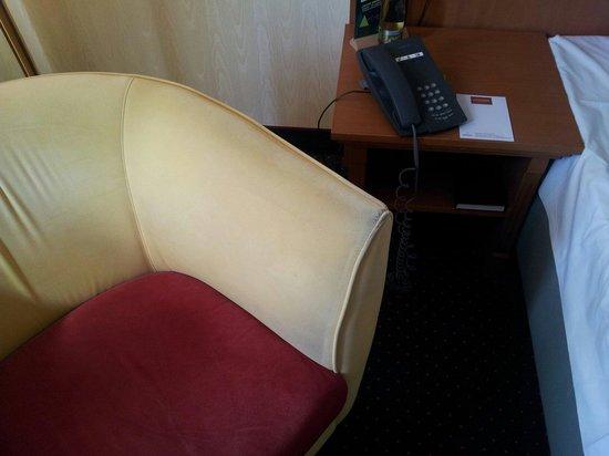 Steigenberger Hotel Thüringer Hof: Sessel im Zimmer