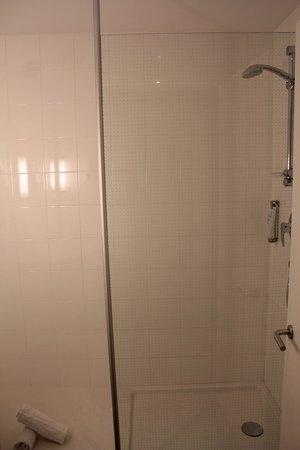 Ibis Barcelona Centro: banheiro