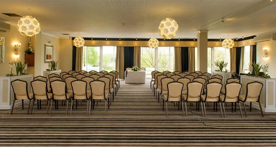 Park Hotel: Riverside Suite Ceremony