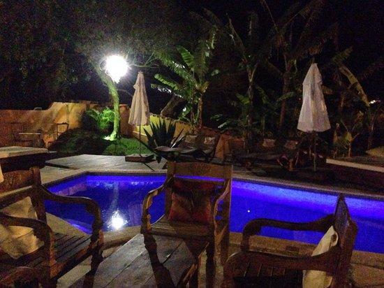 Le Village Buzios Boutique Hotel: Piscina à noite