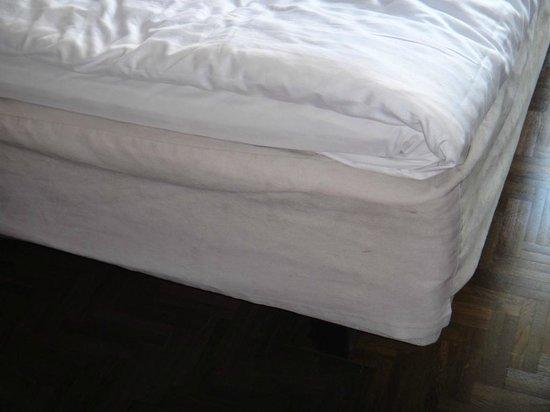 Scandic Paasi: Dirty mattress marks