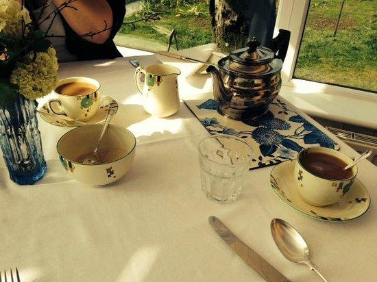 Oak Tree Farm Bed & Breakfast: Refreshing start to the day