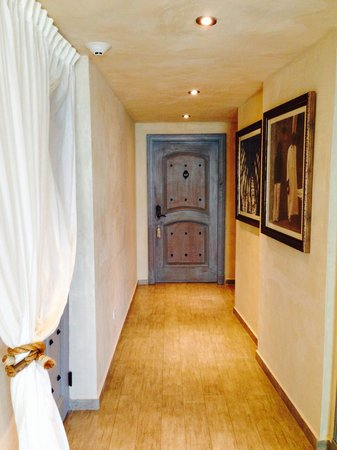 Olive Boutique Hotel: Rooms and doors