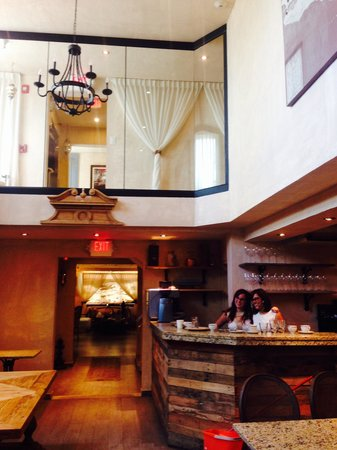 Olive Boutique Hotel: Gorgeous restaurant area for breakfast.  Great staff