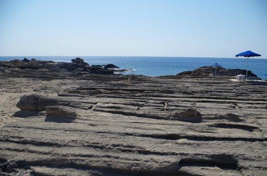 """Nikolas Beach : la """"spiaggia"""" rocciosa"""