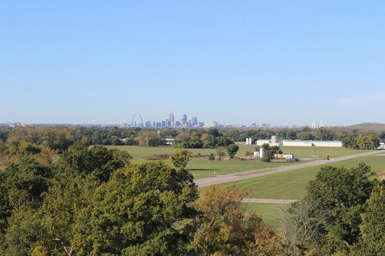 Cahokia Mounds State Historic Site: Stt. Louis view from Monks Mound, Oct 2013