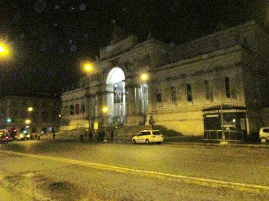 Hotel Giolli Nazionale: Via Nazionale