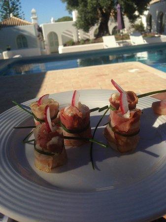 Casa Arte: De eerste amuse, geserveerd aan het zwembad...