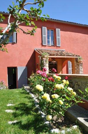 Bastide Valmasque: Eingangsbereich vom Garten aus