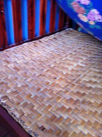 Hostal Transilvania: Under the mattress