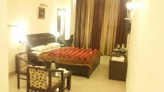 Hotel Hong Kong Inn: our room pic