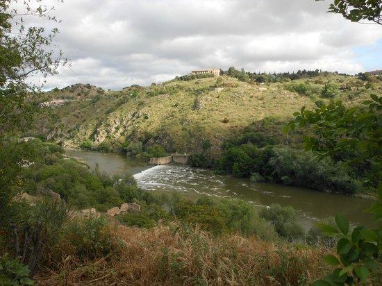 Casona de la Reyna : view from road outside the hotel