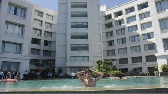 Aryaduta Manado : Spectacular View at the Infinity Edge Pool Manado