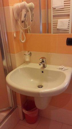 Hotel Bernardino: dettaglio bagno stanza 132