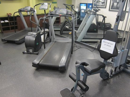 Holiday Inn Guelph Hotel & Conference Centre : Gym with non functioning weight machine