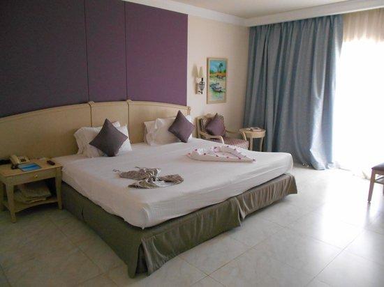 Concorde El Salam Front Hotel: Bed room