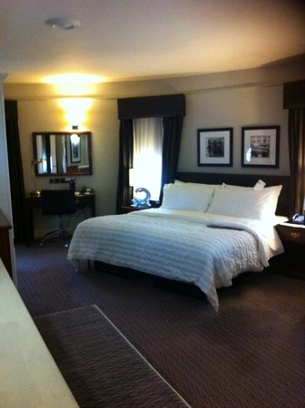 Le Meridien Piccadilly : Notre chambre avec son bureau