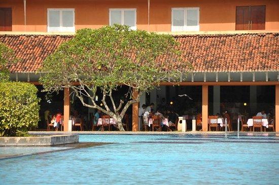 Club Palm Bay Hotel: صالة الطعام مطلة على المسبح