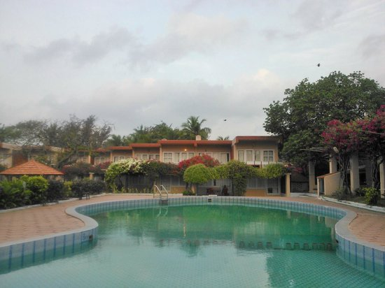 Golden Sun Hotel & Beach Resort : The pool