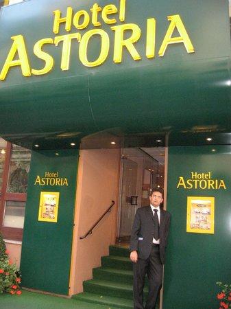Hotel Astoria: Гланый вход