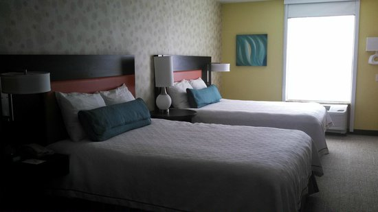 Home2 Suites by Hilton Rochester Henrietta : Two queen beds, pretty comfortable.  Studio Suite w/2Queens - room type