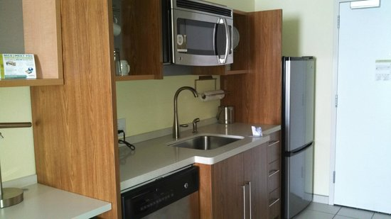 Home2 Suites by Hilton Rochester Henrietta : Fully stocked kitchen with dishwasher, fridge and freezer, microwave, plates/utensils - no cookt