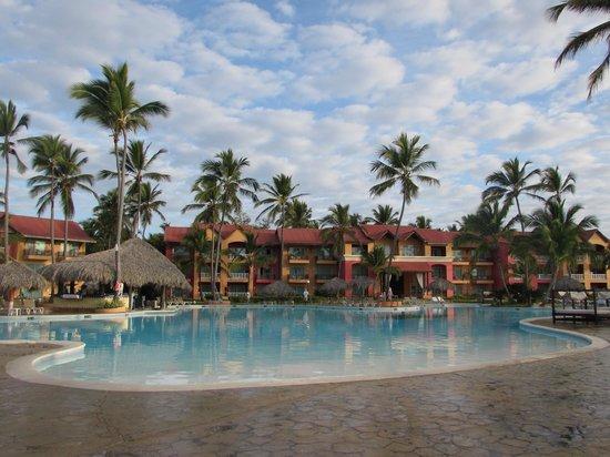 Punta Cana Princess All Suites Resort & Spa: Piscina