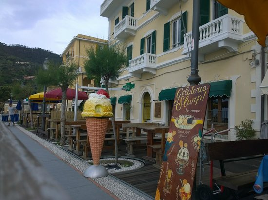 Hotel Baia, the promenade and gelateria :)