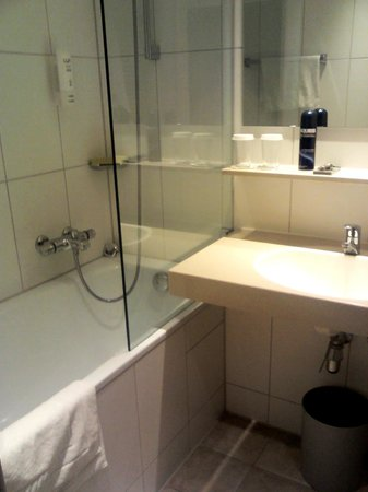 Holiday Inn Munich-South: bagno