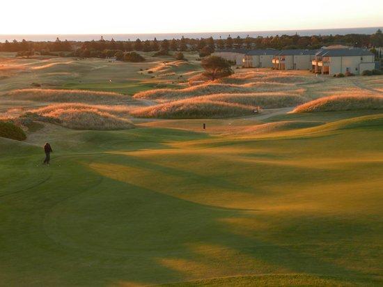 Links Lady Bay Resort: Campo da golf al tramonto