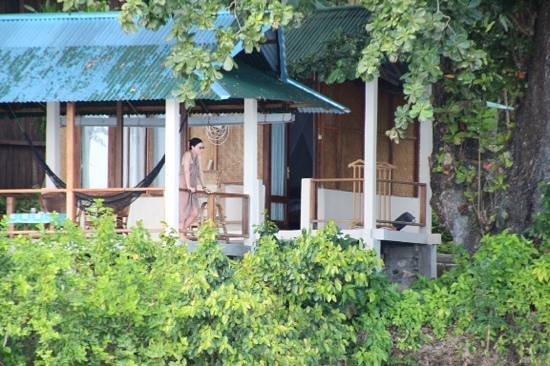 Bunaken Divers - Sea Breeze Dive Resort : bungalow with balcony