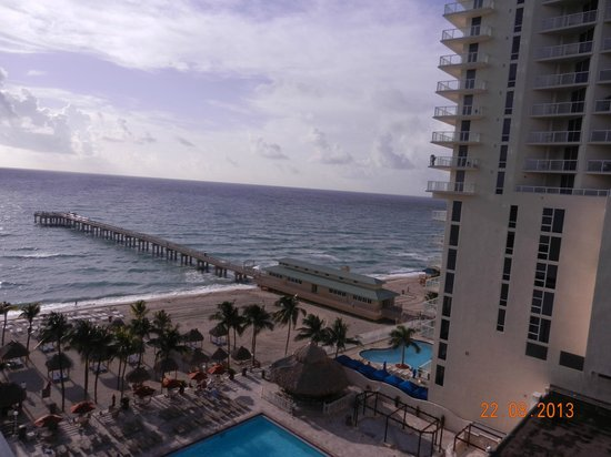 Newport Beachside Hotel and Resort: The view from our room